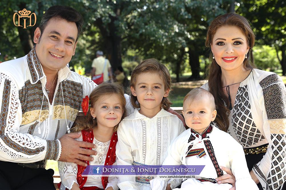 Doinița și Ionuț Dolănescu împreună cu cei trei copii
